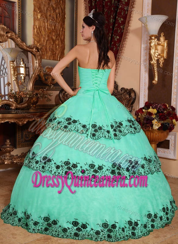 Discount Strapless Apple Green Dresses for Quinceanera with Embroidery