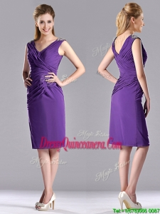Cheap Column V Neck Knee-length Short Beautiful Dama Dress in Purple
