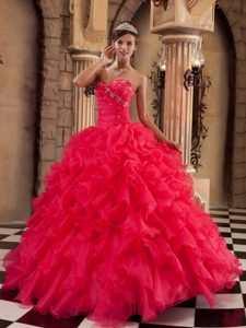 Hot Coral Red Sweetheart Organza Quince Dresses with Beading and Ruffles