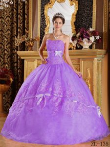 Purple Strapless Organza Dresses for Quinceanera with Appliques and Bows