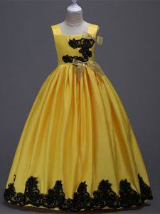 Excellent Yellow Sleeveless Appliques and Bowknot Floor Length Little Girls Pageant Dress Wholesale
