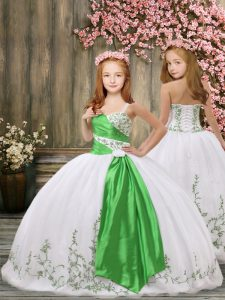 Best Sleeveless Organza Floor Length Lace Up Little Girl Pageant Gowns in White with Embroidery and Belt