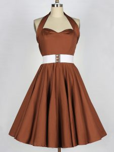 Fine Sleeveless Zipper Knee Length Belt Court Dresses for Sweet 16