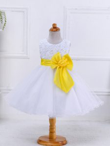 High Quality Knee Length Zipper Little Girl Pageant Gowns White for Wedding Party with Bowknot