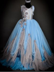 Floor Length Backless Little Girls Pageant Gowns Light Blue for Wedding Party with Sequins and Hand Made Flower
