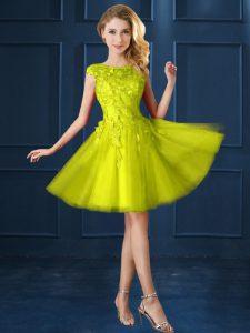 Knee Length Yellow Vestidos de Damas Bateau Cap Sleeves Lace Up
