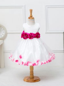 Custom Fit Sleeveless Tulle Knee Length Zipper Little Girls Pageant Dress Wholesale in White with Appliques and Hand Made Flower