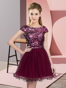 Chic Burgundy Tulle Zipper Vestidos de Damas Cap Sleeves Mini Length Sequins