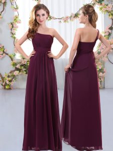 Trendy One Shoulder Sleeveless Dama Dress for Quinceanera Floor Length Ruching Burgundy Chiffon