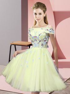 Custom Made Yellow Short Sleeves Knee Length Appliques Lace Up Quinceanera Court Dresses