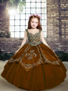 Brown Pageant Dress for Teens Party and Wedding Party with Beading and Embroidery Straps Sleeveless Lace Up