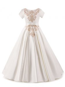 Perfect White Zipper Pageant Dress for Teens Appliques Short Sleeves Floor Length