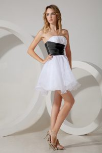 Mini Length A-line Sleeveless White and Black and White And Black Dama Dress for Quinceanera Zipper