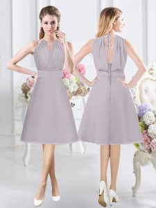 Halter Top Sleeveless Chiffon Knee Length Zipper Damas Dress in Grey with Lace and Ruching