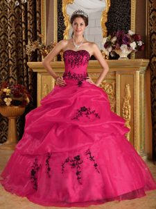 Coral Red Sweetheart Satin and Organza Quinceanera Dress with Embroidery