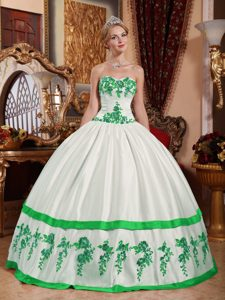 White Sweetheart Ball Gown Taffeta Quinceanera Dress with Green Appliques for Cheap