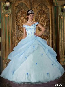 Off The Shoulder 2013 Quinceanera Gown with Appliques and Ruffles in Organza