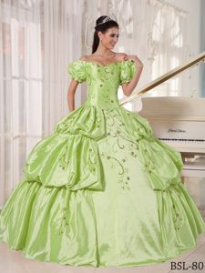 Off The Shoulder Embroidery Quinces Dresses in Yellow Green with Pick-ups