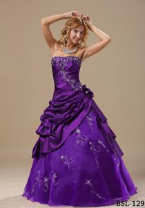 Discount Strapless Embroidery Purple Quinceanera Gown with Hand Made Flowers
