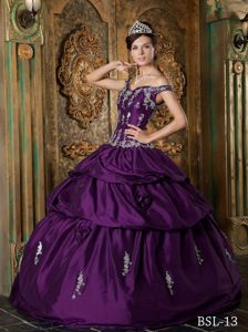 Off the Shoulder Eggplant Purple Taffeta Appliques Quinceanera Gown Dress