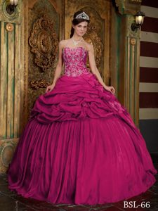 Pretty Coral Red Taffeta Quinceanera Dresses with Beading and Appliques