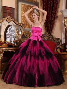 Luxurious Strapless Floor-length Tulle Quinceanera Dress with Beading