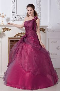 Wine Red One-shoulder Organza Princess Beaded Quinceanera Dresses with Flowers