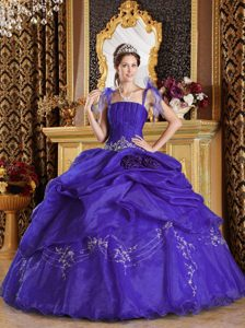 Spaghetti Straps Appliqued Quinceanera Gowns with Handmade Flowers in Purple