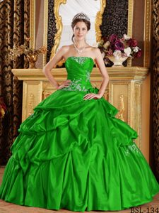 Spring Green Strapless Taffeta Dresses for Quinceanera with Pick-ups and Appliques