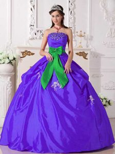 Purple Strapless Taffeta Ball Gown Quinceanera Dress with Appliques and Big Bow
