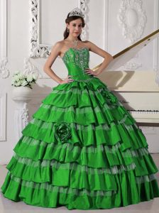 Chic Sweetheart Green Appliqued Taffeta Quinceanera Dress with Layers and Flowers
