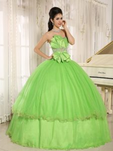 Romantic Beaded Spring Green Quinceanera Gown Dresses with Bowknot