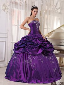 2013 Ball Gown Embroidery with Beading Sweet Sixteen Dress Made in Taffeta