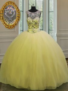 Scoop Sleeveless Tulle Floor Length Backless Vestidos de Quinceanera in Light Yellow with Beading and Appliques