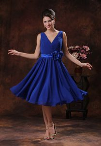 Royal Blue inexpensive V-neck Quinceanera Dama Dress with Flowers