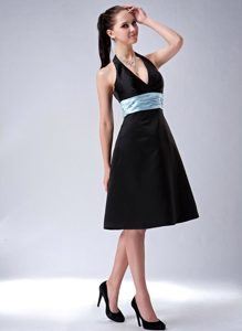 Black A-line Halter Top Zipper-up Popular Quince Dama Dresses with Belt