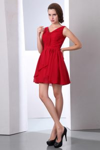 Romantic V-neck Chiffon Short Ruched Quince Dama Dress in Wine Red