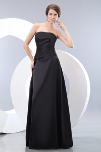 Exquisite Strapless Ruched Long Taffeta Damas Dress for Quince in Black