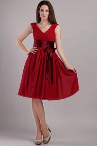 Wine Red Empire V-neck Knee-length Chiffon Fabulous Dama Dresses