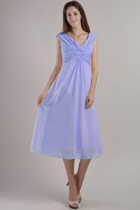 Luxurious V-neck Tea-length Ruched Chiffon Quince Dama Dress in Lilac
