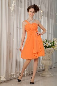 Orange One Shoulder Chiffon Ruched Knee-length Dama Dresses for Quinceanera