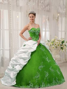 Green White Sweetheart Taffeta Quinceanera Dresses with Embroidery and Pick-ups