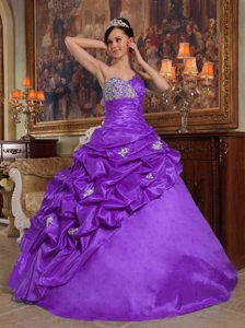 Sweetheart Purple Ruched Taffeta Quinceanera Dresses with Pick-ups and Appliques