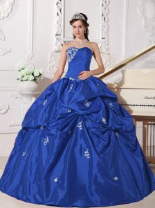 Ruched Sweetheart Royal Blue Taffeta Quinceanera Dress with Appliques and Pick-ups