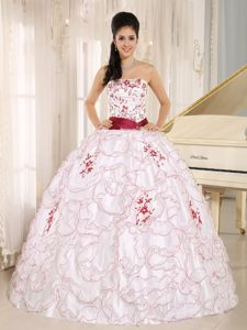 New White Organza Strapless Quinceanera Dress with Embroidery Decorated