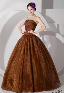 2013 Beading Strapless Brown Quinceanera Dresses with Ruches in the Mainstream