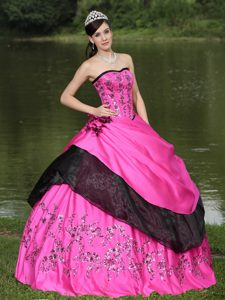 Hot Pink Embroidery Quinceanera Dress in Taffeta with Hand Made Flowers