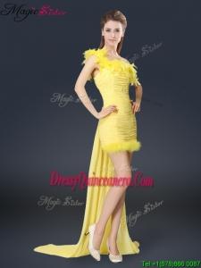 2016 Sweet One Shoulder Watteau Train Dama Dresses in Yellow