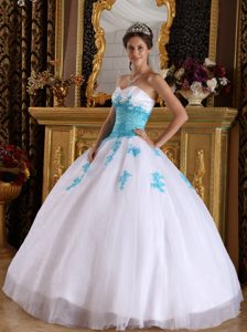 White and Blue Sweetheart Organza Beaded Quinceanera Dress with Appliques