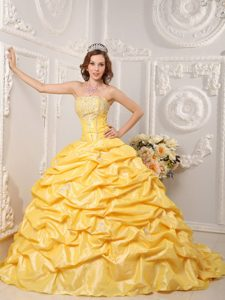 Yellow Court Train Dresses for Quince with Appliques and Beading in Taffeta